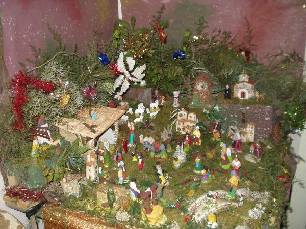 Super Les traditions de Provence, le creche de noel avec ses santons d  MX53